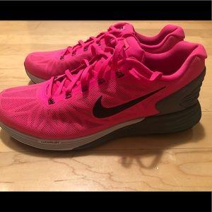 Nike Lunarglide sneakers- brand new